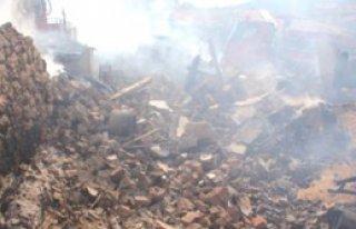 Karabük'te Yangın: 7 Ev Kül Oldu