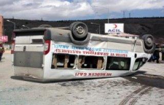 Minibüs Ters Döndü: 10 Yaralı