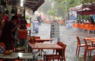Edirne'de Şiddetli Rüzgar Ve Yağmur Etkili Oldu