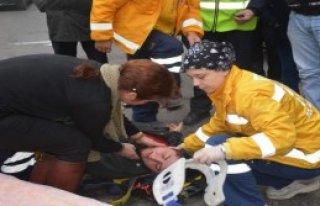 Elektrikli Bisikletten Düşen Genç Yaralandı