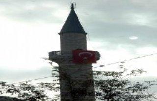 Astsubaydan Minarede Protesto