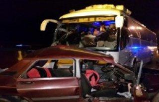 Otobüs Otomobile Çarptı: 1 Ölü