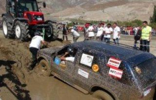 Erzincan'da Off- Road Yarışları Nefes Kesti