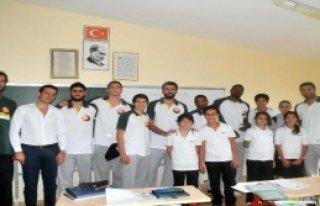 Gelişim Koleji Oyuncuları Öğrencilerle Bir Araya...