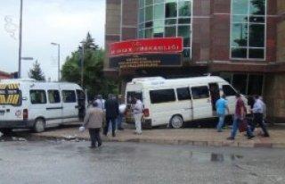 Hatay'da Boş Öğrenci Servisleri Çarpıştı