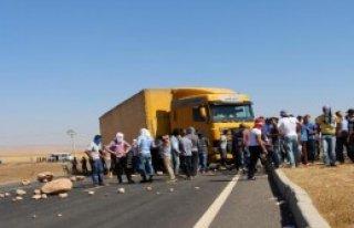 IŞİD Protestosunda İpekyolu'nu Kapattılar