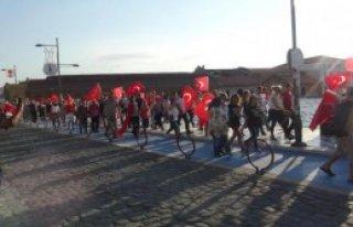 İzmirliler Teröre Karşı Yürüdü