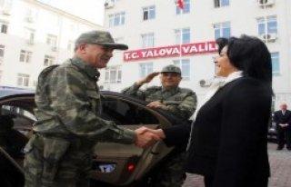 Kadın Validen Komutana Asker Selamı