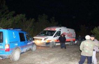 Kamyonet Baraja Uçtu: 1 Ölü, 1 Yaralı