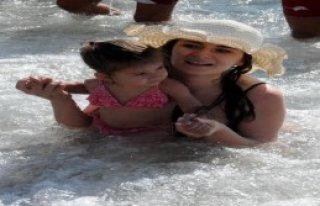 Kapuz Plajı Akdeniz Sahillerini Aratmadı
