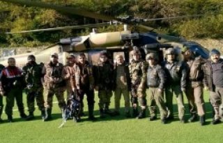 Kardan Mahsur Kalan 5 Avcı Helikopterle Kurtarıldı
