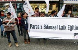 Liselilerden Başörtüsü Protestosu