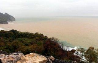 Karadeniz Çamur Rengini Aldı