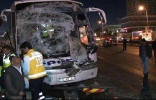 Kartal'da 3 Araç Kazaya Karıştı D-100 Kapandı