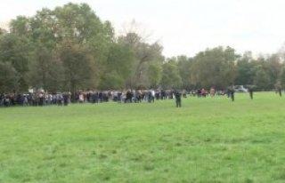 Köln'deki Okulda Silahlı Kişi Alarmı