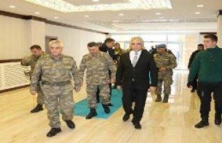 Korgeneral Çetin, Hakkari Valisi Toprak'ı Ziyaret...
