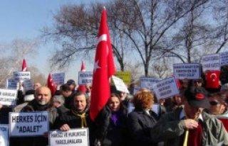Meclis Önünde 'balyoz' Protestosu