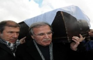 Şahin Eşinin Cenazesinde Ağladı