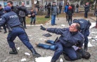 Öğrencilere Yaka Paça Gözaltı
