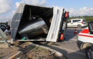 Otomobil İle Kamyonet Çarpıştı: 7 Yaralı