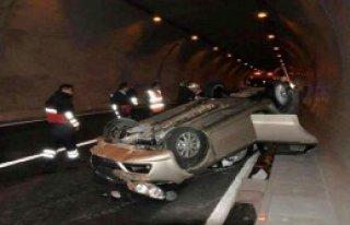 Otomobil Tünelde Takla Attı!