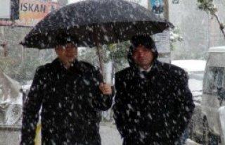 Özalp'e İlk Kar Yağdı