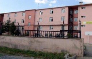 Pansiyon Görevlisi Öğrencilere Tacizden Tutukladı