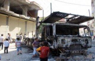 PKK'lılar Silopi'de TIR Yaktı
