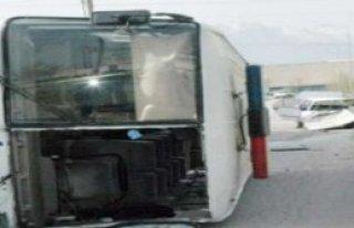 Polis Otobüsü Kaza Yaptı: 15 Yaralı