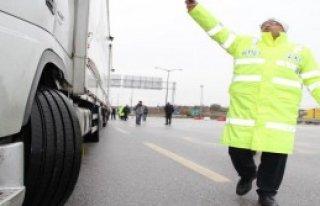 Polisten Zorunlu Kış Lastiği Uygulaması