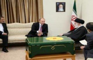 Putin, Rusya'nın En Eski Kur'an-I Kerim'ini Hediye...