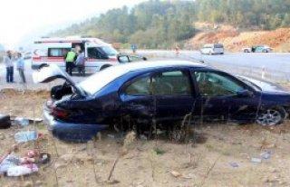 Refüje Çıkan Otomobilin Sürücüsü Yaralandı
