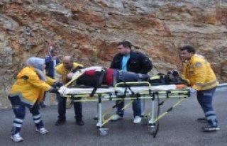 Takla Atan Otomobildeki 2 Kadın Yaralandı