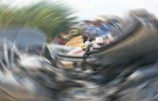 Sıkışan Sürücü Vinçle Kurtarıldı