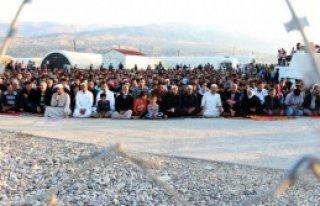 Suriyeli Sığınmacılar Bayrama Buruk Girdi