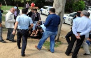 Taksim'de Polise Kimlik Göstermeyince Gözaltı