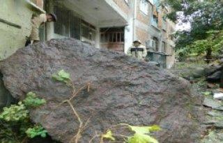 Tarihi Kaleden Kaya Parçaları Düştü