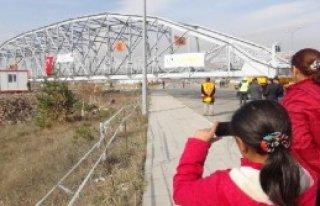 Tarihi Köprü Yeni Yerine Konuldu