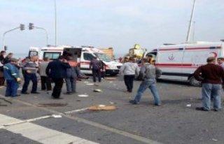 Tır Minibüs İle Çarpıştı: 2 Yaralı