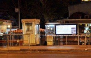 Tramvay Durağında Unutulan Çanta Polisi Alarma...