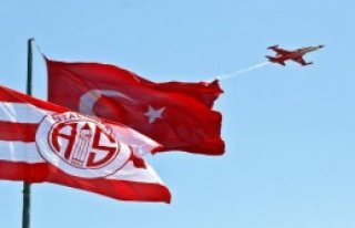 Türk Yıldızları, Antalya'da Prova Uçuşu Yaptı
