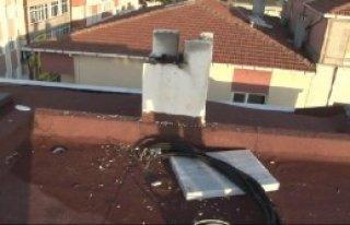 Binanın Çatısına Yıldırım Düştü