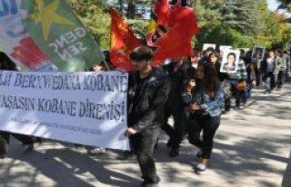 Üniversitede Kobani Yürüyüşü