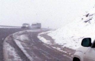 Van'ın Güzeldere Geçidine Kar Yağdı