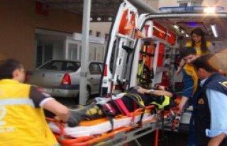 Yangında Düşen İtfaiye Eri Yaralandı