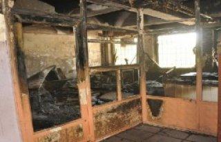 Yüksekova'da 2 Okul Yakıldı