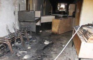 Yüksekova'da 4 Okul Molotof Atılarak Yakıldı