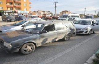 Zincirleme Kazada Sürücü Şok Geçirdi