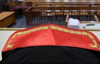 FETÖ'den yargılanan eski dekan ve eşine beraat kararı