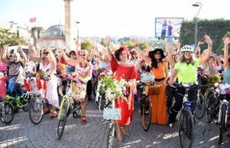 İzmir'de pedallar özgürlük için çevrildi